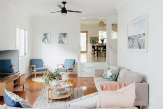 Anchor In Avoca Beach - living room